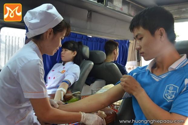 học viên hiến máu