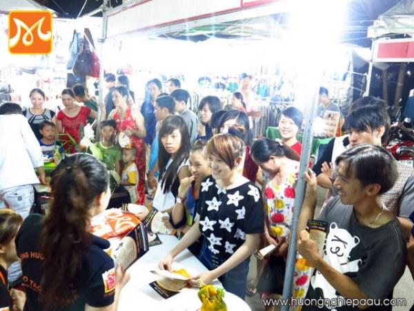 Phiên chợ thanh niên