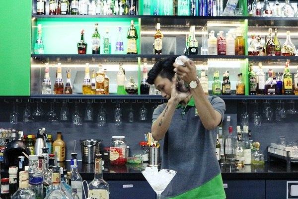 Từ pha chế lên Bar Trưởng cần kỹ năng gì?