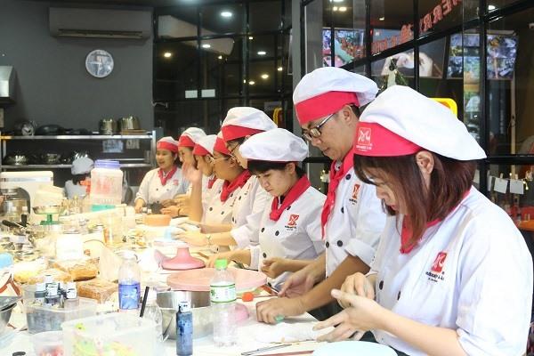 Lớp học làm bánh kem