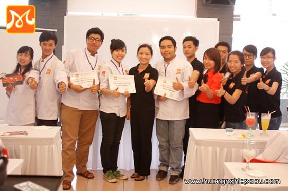 học viên nhận giải thưởng