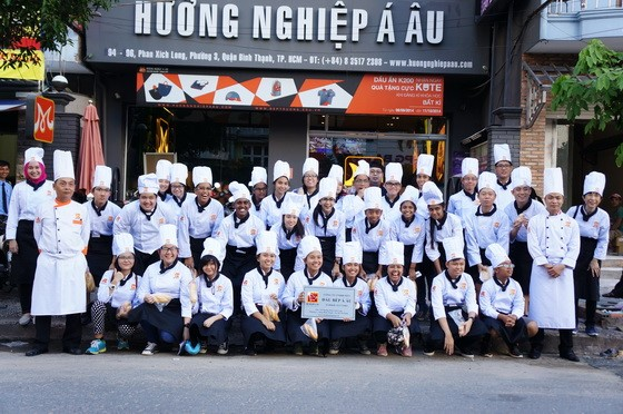 TU SINGAPORE SANG HUONG NGHIEP A AU LAM BANH 11