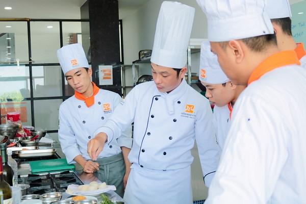 Trường Dạy Nghề Nấu Ăn Tại TPHCM Hàng Đầu Hiện Nay