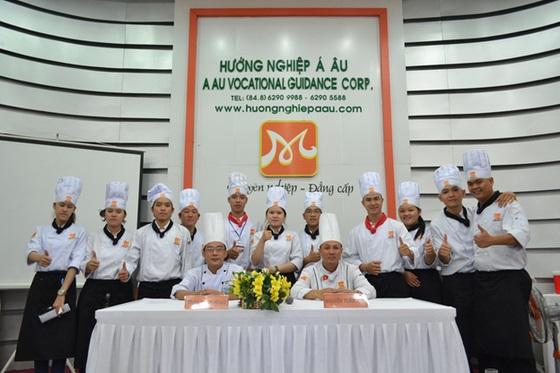 khong-khi-soi-dong-dau-nam-tai-huong-nghiep-a-au-5