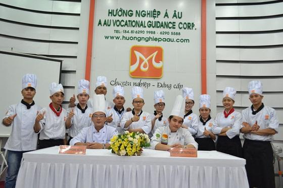 khong-khi-soi-dong-dau-nam-tai-huong-nghiep-a-au-9