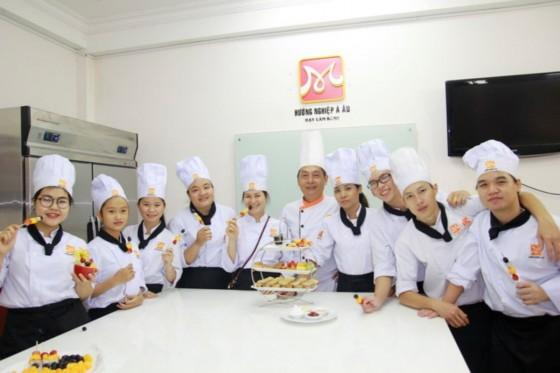 bếp bánh bb28 chụp hình lưu niệm