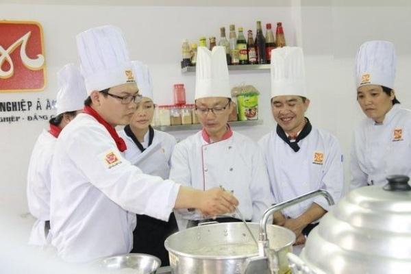 Các đầu bếp việt được đào tạo bài bản