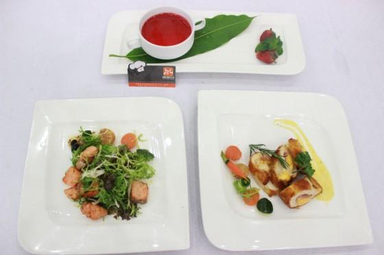 salad cá hồi gà cuộn phô mai