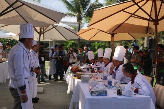 các đội trình bày món ăn