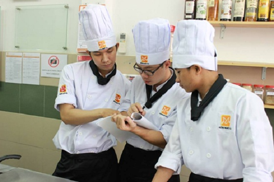 Học nấu ăn với đội ngũ giảng viên chuyên nghiệp