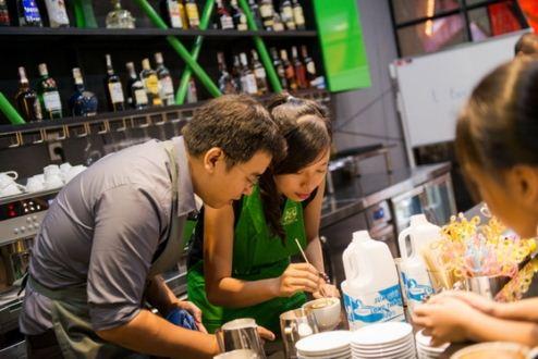 khách mời tạo hình latte art