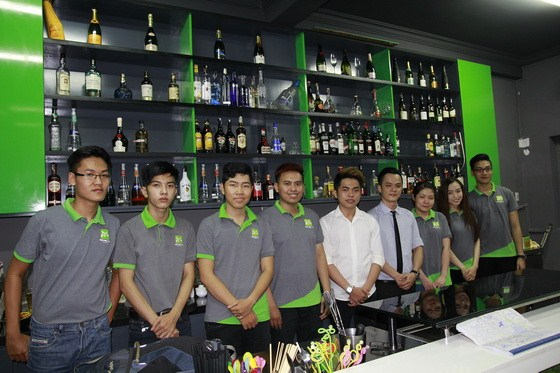 tập thể bartender 11