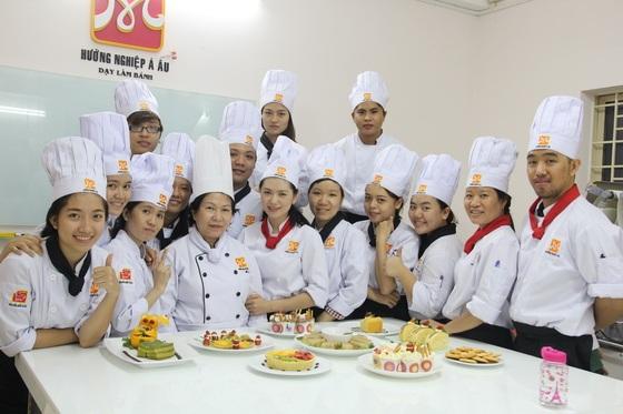 Một khóa học dạy làm bánh tại trường dạy làm bánh Bếp Trưởng Á Âu