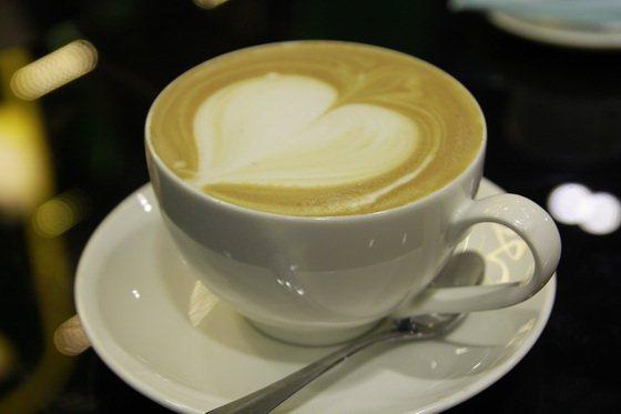 latte art barista 25