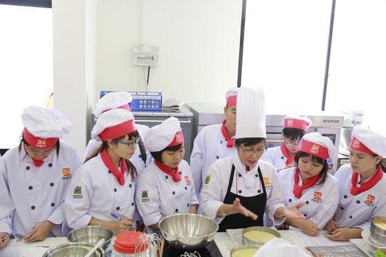 chuyên gia bếp bánh cô huệ