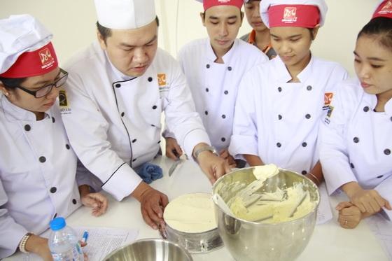 chuyên gia bếp bánh nguyễn hoàng lâm