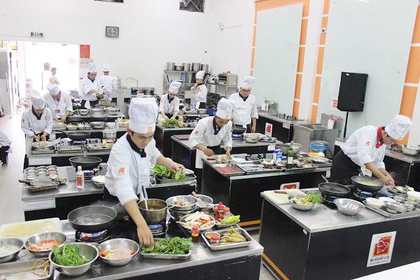 Nấu Ăn Ngon Cùng Với Siêu Đầu Bếp Tại HNAAU Đà Nẵng
