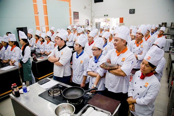 đầu bếp chuyên nghiệp hnaau