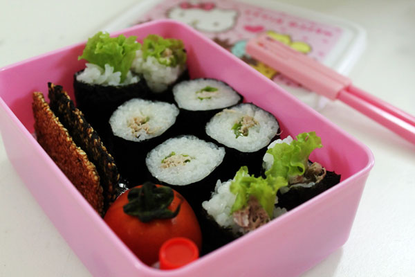 Món cơm cuộn cá ngừ