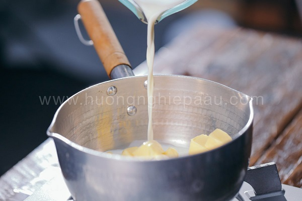 Làm phần nhân kem