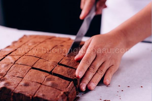 Cắt cốt bánh