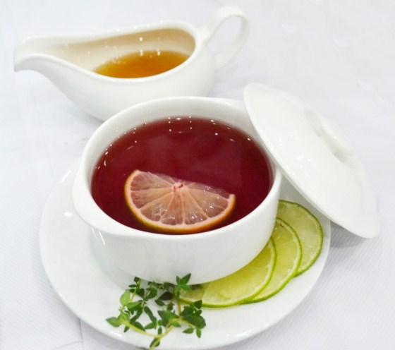 trà hoa quả lá húng tây