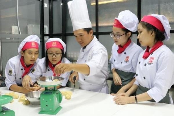 Bánh Doughnut cùng thầy Nguyễn Tuấn Huy