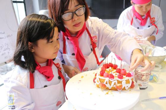 Khép lại ấn tượng chương trình Học Làm Bánh Cùng Mẹ tại HƯỚNG NGHIỆP Á ÂU