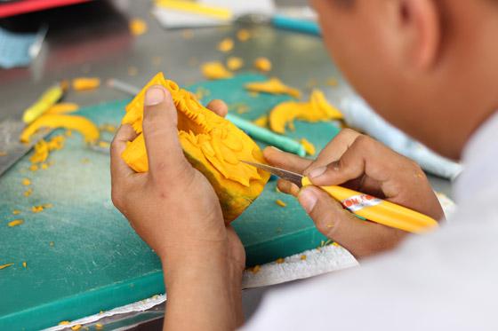 những tác phẩm cắt tỉa bằng tay