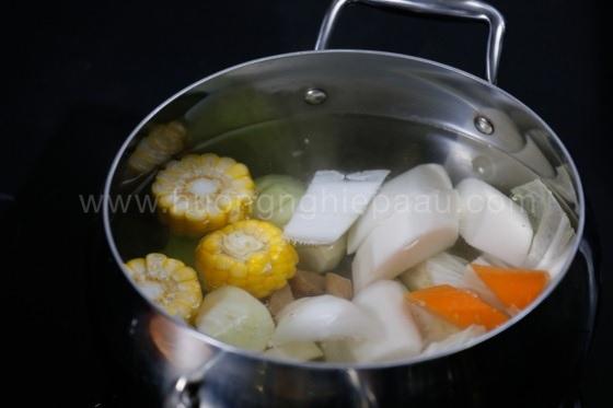 Nấu nước dùng lẩu