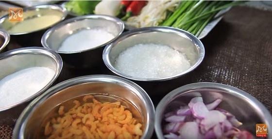 Nguyên liệu để nấu hủ tiếu mực