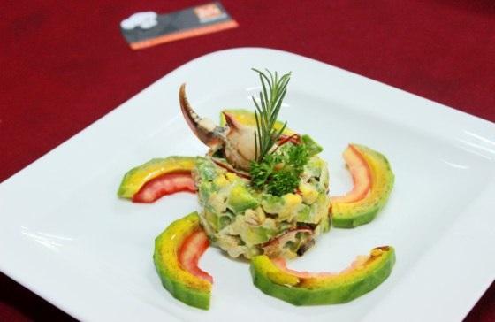 Salad bơ và thịt cua