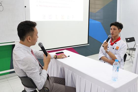 học viên tham gia phỏng vấn