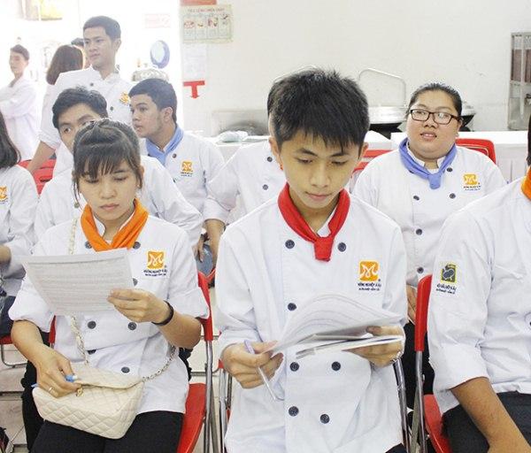 học viên háo hức giao lưu nhà tuyển dụng