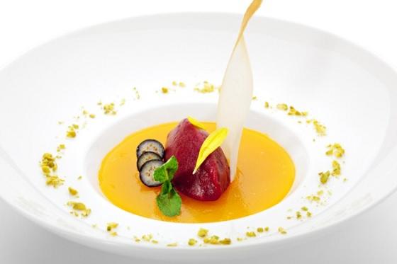 Món ăn được trang trí bằng Sốt Bí Đỏ