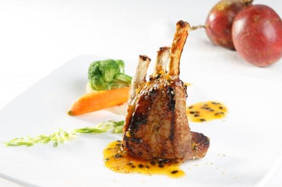 Món ăn được trang trí bằng Sốt Chanh Dây