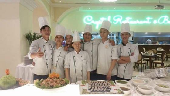 Bạn Đường Minh Trường (ngoài cùng bên trái)