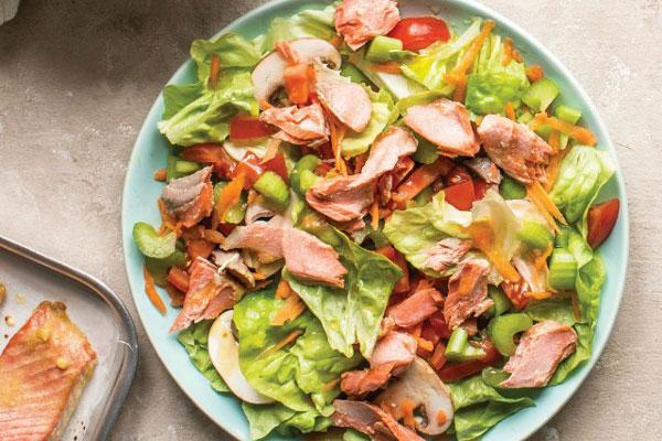 Sử dụng cá hồi xông khói cho món salad