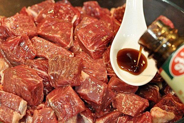 Thịt bò cắt khối vuông