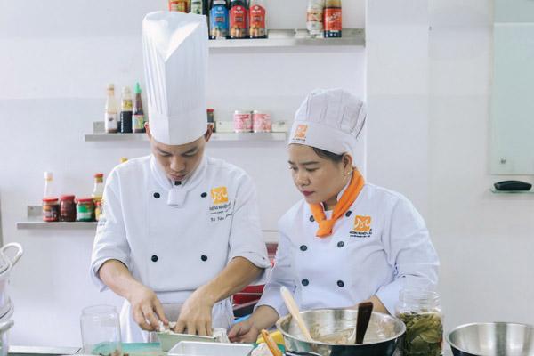 Học nấu ăn trước khi kinh doanh