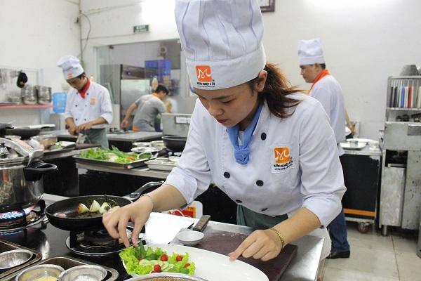 Nên Học Nấu Ăn Hay Học Làm Bánh Để Dễ Xin Việc Khi Du Học Mỹ