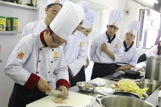 Thầy Đinh Văn Toan – Bếp trưởng Nhà hàng Dìn Ký