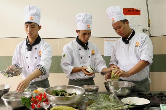 Nhặt rau, rửa chén… từng là điểm xuất phát của rất nhiều Bếp trưởng