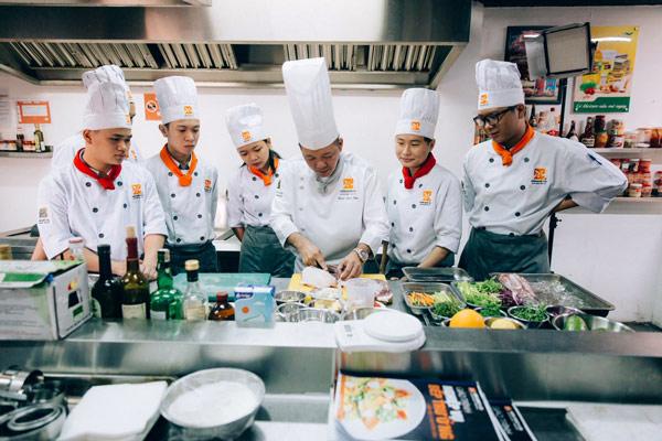 Nghề bếp đầu tư đúng vững tương lai