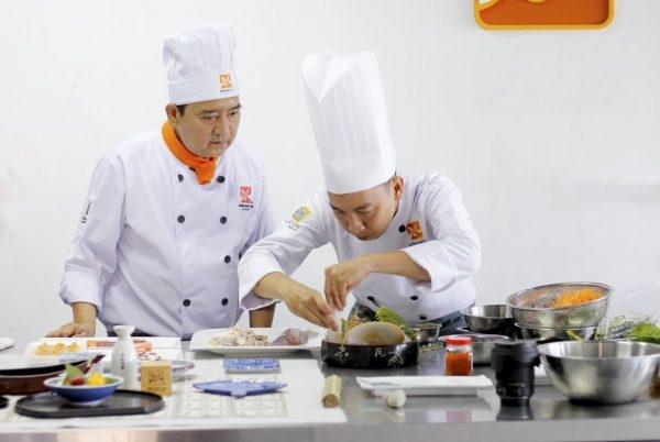 Đầu bếp sushi chuyên nghiệp