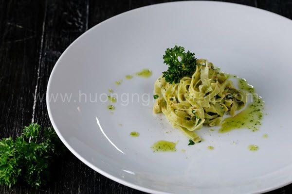 Pasta xanh và xốt Aglio e Olio