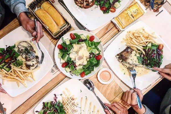 Mỗi vật dụng trên bàn ăn của người Pháp