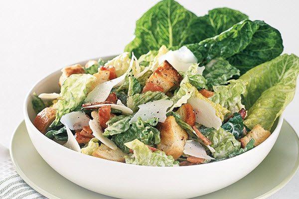 Món Caesar salad truyền thống