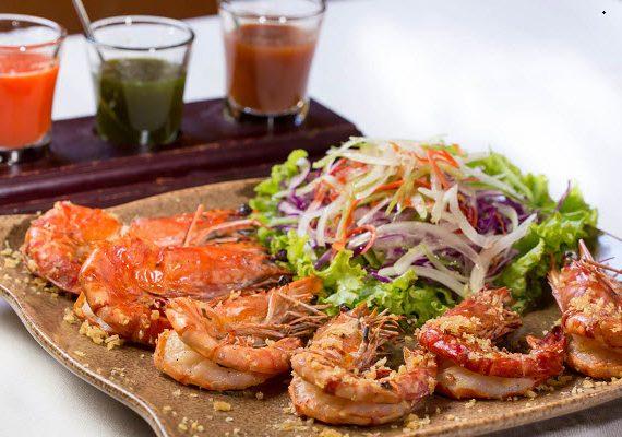 Tôm nướng xốt puttanesca – món ngon vùng địa trung hải