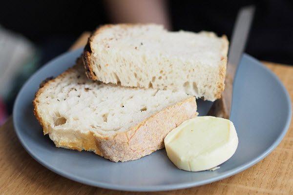 Bơ Pháp ăn cùng với sandwich